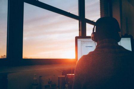 Travailler à distance : 25 métiers (bien payés) qui permettent le travail à domicile